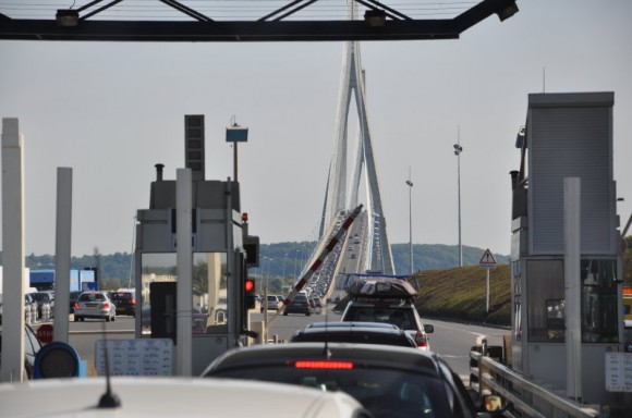 Bijna door de peage van Le Pont de Normandie, foto Siebe van Schoot, Atelier Liesbeth van Keulen