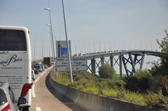 File op de eerste brug van Le Pont de Normandie, Foto Siebe van Schoot,  Atelier Liesbeth van Keulen